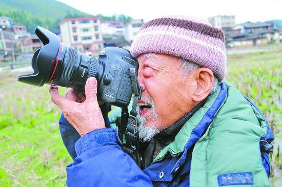 求片:求mj567论坛里老顽童拍摄的电影《刘胡兰》,有的请给我,可以给你一千分求片:求mj567论坛里老顽童拍摄的电影《刘胡兰》,有的请给我,认真回答马上采纳,另外到时候可以通过你提问邀请你回答的方式再给你追加一千财富值绝对诚信,谢谢了 http://v.pptv.com/show/0O7APqYMfLodm2c.