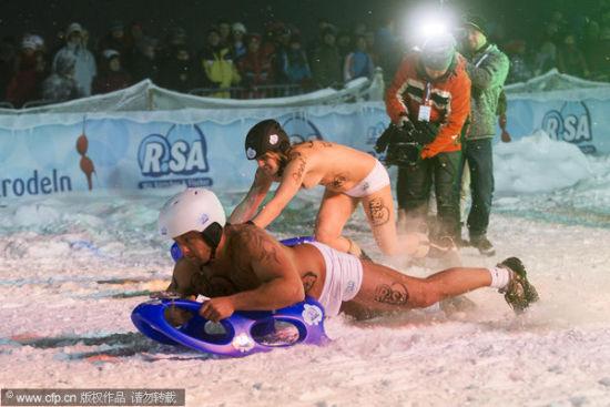 德国滑雪比赛 参赛者裸体演绎雪域性感
