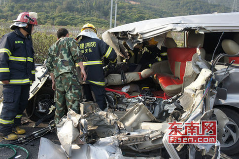 车祸致江淮商务车上2名驾乘人员当场死亡,另有三名人员受伤