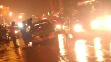 莆田万达红绿灯附近 计程车陷坑