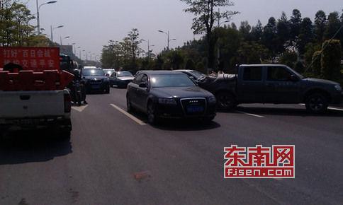 3月22日上午,莆田荔城分局民警在荔港大道一外车道设卡路检、测速