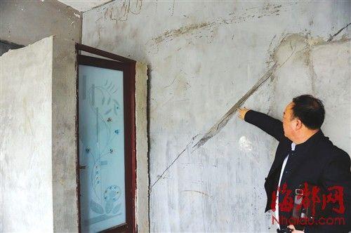 2号楼一层一店面墙体开裂,无法出租
