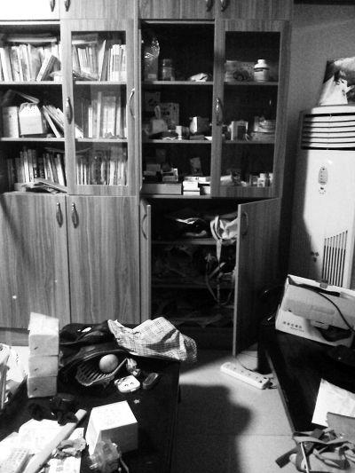福州五凤兰庭昨日凌晨失窃 小偷从五楼偷到一楼