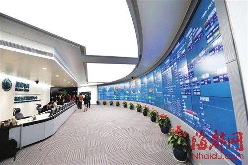 国家电网福建运营监控中心内,整个电网的运行情况一览无余