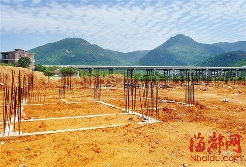 埔柳村下铁灶安置区,只有钢筋未建房