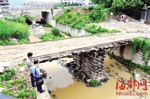 """这条10米多长的""""铁路"""",其实就是座便桥"""