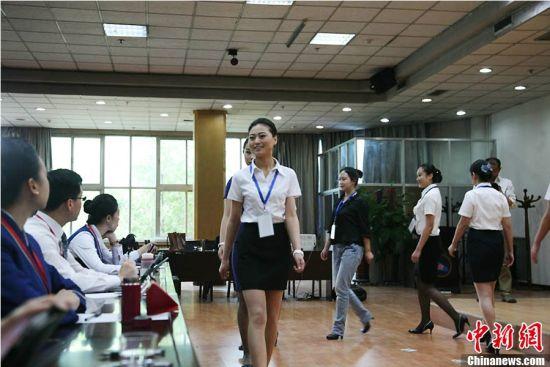 南航新疆招乘还在持续,吸引了超过一千名美女前来应聘。