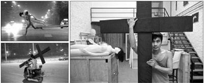"""昨日,毕业于中央美院的厉槟源,在微博上公开望京""""裸奔哥""""身份。在他的工作室,有十字架、小摩托、充气人模等之前出现在望京""""裸奔哥""""图片(左侧小图,来源微博)里的道具。 新京报记者 周岗峰 摄"""