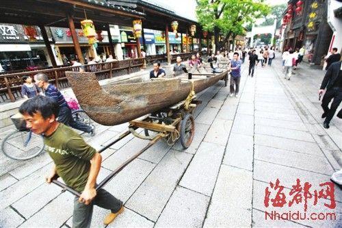 """""""铁木""""打造的巴厘岛独木舟"""
