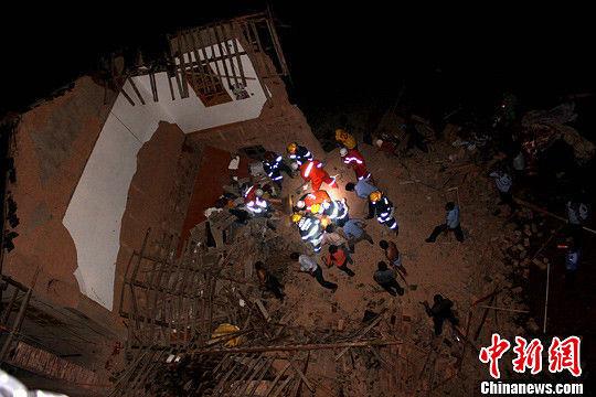 倒塌的民房