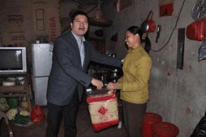 团市委书记郑松青深入仙游大济慰问计生困难家庭