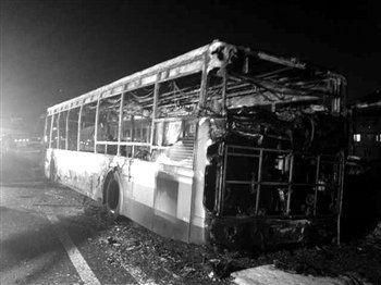 发生爆炸起火的BRT公交车