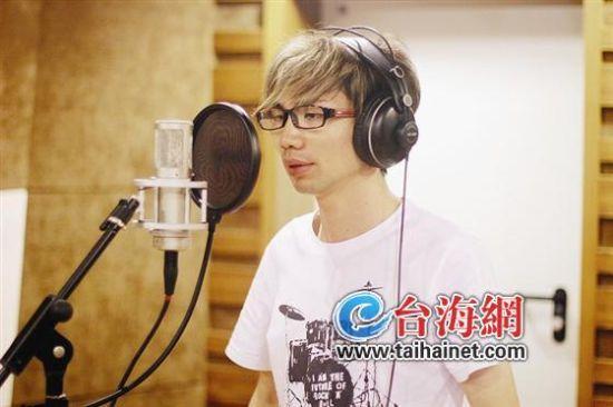 昨日徐少文在灌录《我遇见一个人很像你》