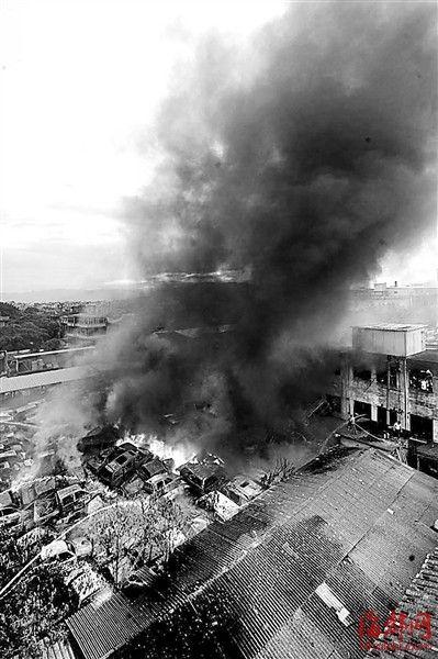 仓山城门一家报废汽车拆解场着火,近百辆报废车被烧