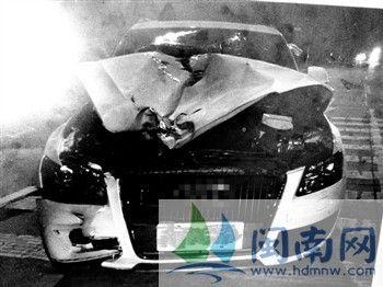 肇事车车头严重受损