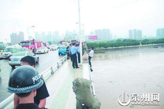 风雨中男子与民警僵持1个多小时