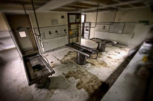 英国艾塞克斯的哈罗德-伍德医院停尸房