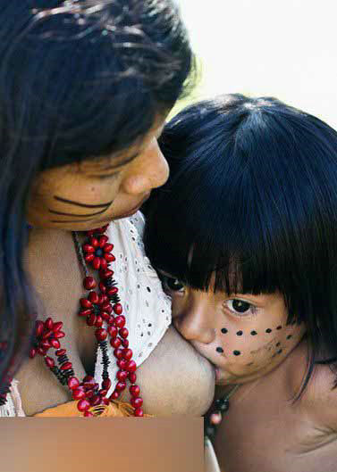 走进巴西全裸的印第安部落