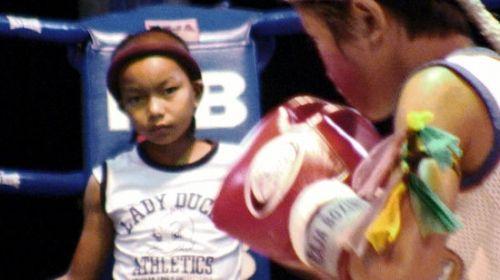 为钱搏命揭秘泰国儿童拳手的真实生活