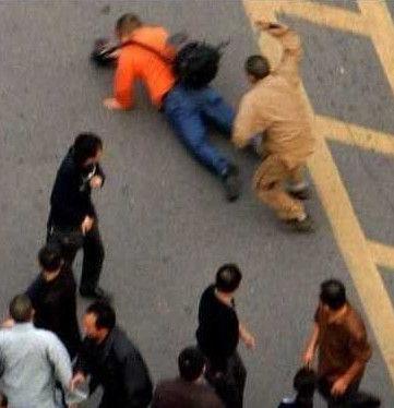 五台山僧人群殴女游客 女子称遭锤斧劈砸(组图)