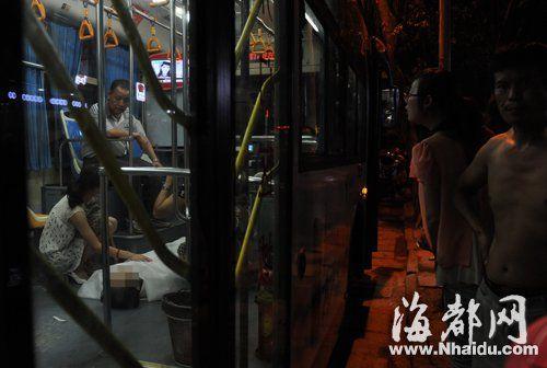 男子公交车上猝死,疑是中暑
