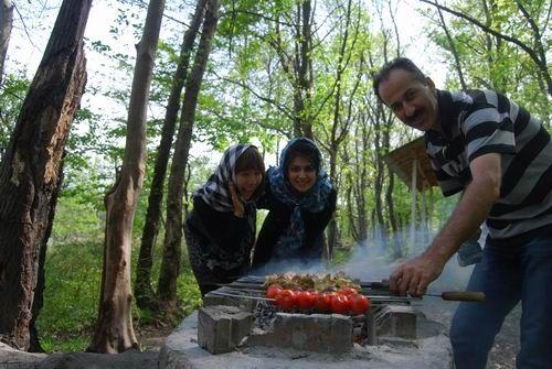 与伊朗家庭一起烧烤