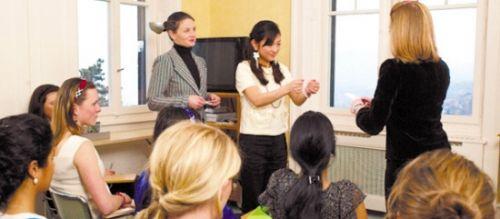 """女红烹饪是必修课探访瑞士最后的""""淑女学校"""""""