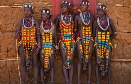 埃塞俄比亚启蒙仪式鞭打少女以伤疤为荣