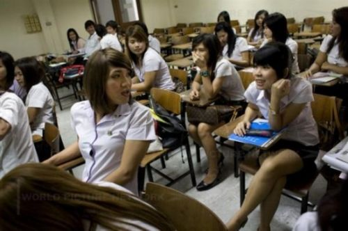 实拍泰国人妖大学学习生活
