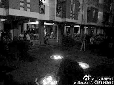 福建师范大学一男生在学生公寓楼下向心仪的女生表白