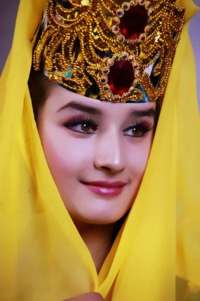 维吾尔族女性带头巾的习俗