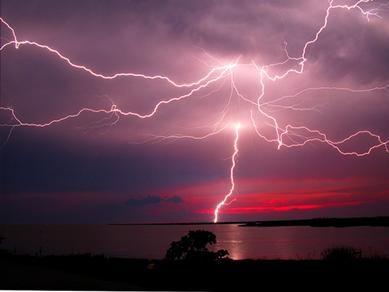 印尼爪哇茂物每年打雷300天的世界雷都