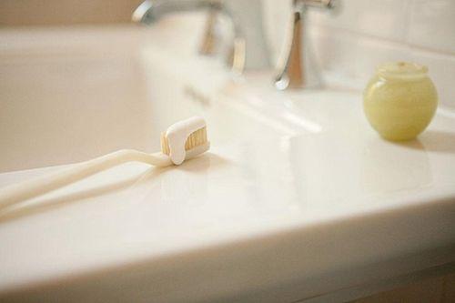 旅途中牙膏用处多