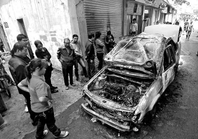出租车自燃,车头受损严重