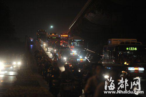 高峰期,尤溪洲大桥下桥处非常堵
