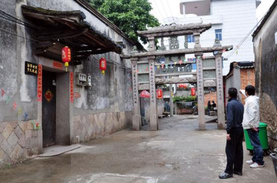 孝友坊,乃三百年来戍守东南海疆水师的凯旋门。(图/翼方若水)