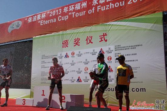 2013环福州·永泰国际公路自行车赛第二赛段颁奖典礼 吴陈铭摄