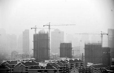 昨天下午3时许,从浦上大道望过去,相隔百米的建筑都模模糊糊