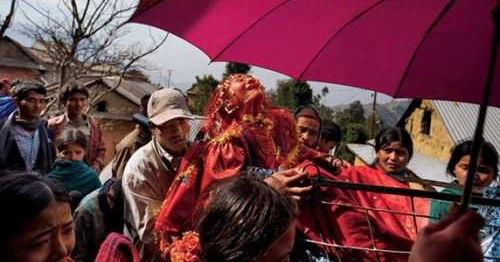 """多国女孩5岁被迫嫁人""""娃娃新娘""""的悲惨命运"""