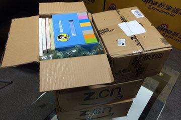 匿名网友给四个小学分别送了一箱书