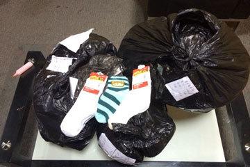 匿名网友送的三百多双袜子