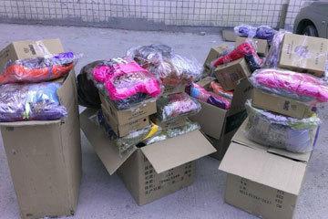 温州热心网友给三明中畲小学每个学生送了一套衣服、鞋子、手套等