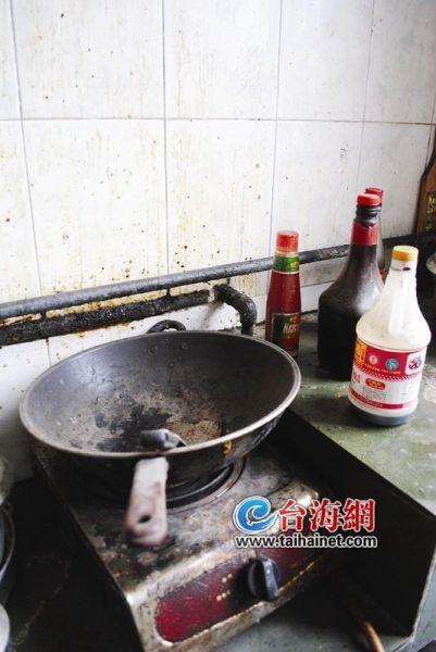 ▲家里锈迹斑斑的锅碗瓢盆