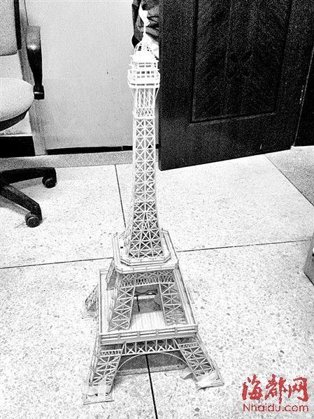 已经初步完工的竹签版埃菲尔铁塔