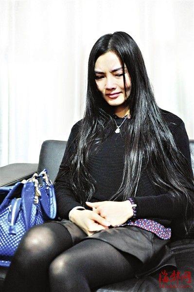 采访时回应网友质疑,她潸然泪下