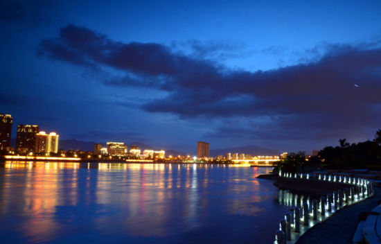北江滨夜景