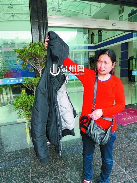 赵某说她手中的衣服就是第三次被弃永春野外时孙某等扔给她的