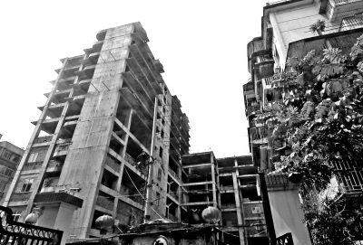 """福州商贸大厦""""烂""""在闹市中20年了"""