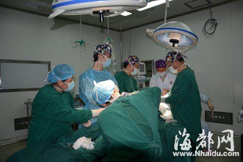 医生昨日对小海进行了手术
