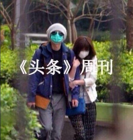 日前文章被传劈腿姚笛,3月中旬左右与姚笛同游香港深圳照片也被曝光,也为这一恋情再添佐证。照片中看得出两人低调打扮十分谨慎。新娱/文